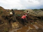 African women and children mining