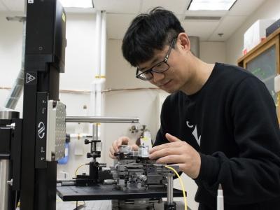 Photo for the news post: Grad Research: Ultrafast Light Switch Inside an Optical Fiber